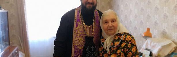 Настоятель Сретенского храма посетил больных и пожилых прихожан